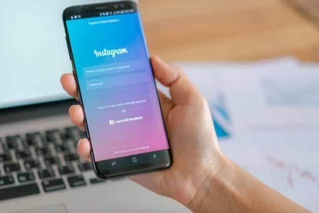 """Instagram divulga o fim do """"arrasta para cima"""" na plataforma"""