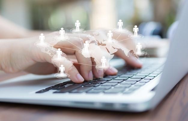 Na migração de um site é preciso atualizar links internos